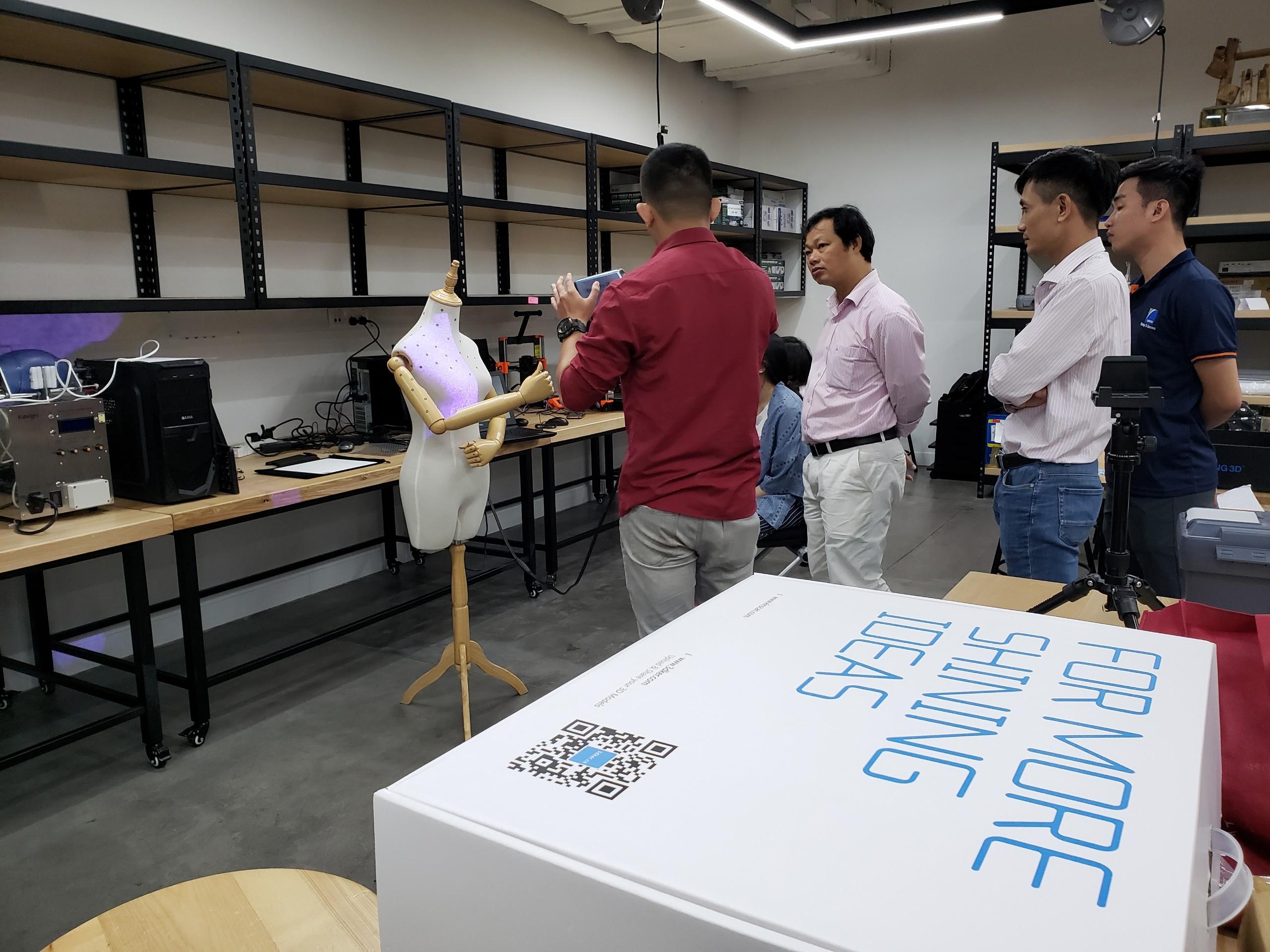Đào tạo và bàn giao Máy quét 3D
